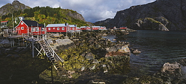 Norway, Lofoten Islands, Nusfjord, Panoramic view of fishing village with red houses