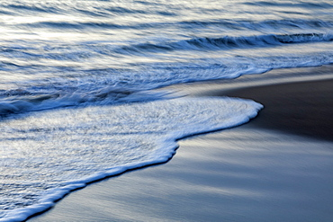 Long exposure shot of waves