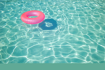 Floatation device in a swimming pool