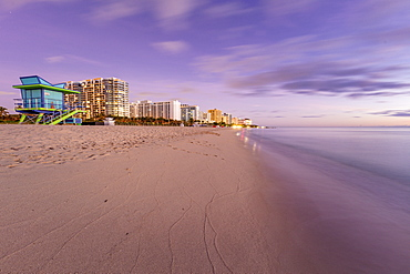 USA, Florida, Miami, Lifeguard hut and hotels on beach