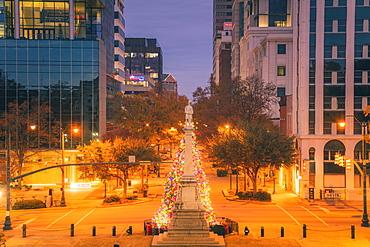 USA, South Carolina, Columbia, Illuminated monument at night