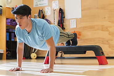 Man doing push up at gym