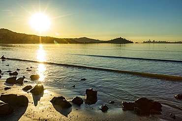USA, California, Tiburon, Sunrise over San Francisco Bay