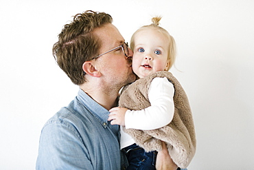 Father kissing daughter (2-3)