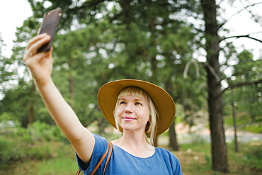 USA, Utah, Bryce Canyon, Woman taking selfie in national park