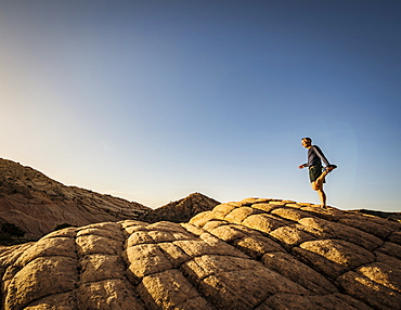USA, Utah, St. George, Man exercising in rocky landscape