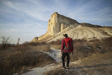 Ukraine, Crimea, Hiker looking at White Mountain