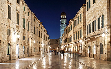 Croatia, Dubrovnik, Street in medieval town at night