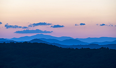 USA, Georgia, Blue Ridge Mountains covered with fog at sunrise