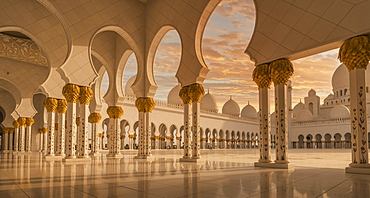 United Arab Emirates, Au Dhabi, Sheik Zayed Grand Mosque, Sheikh Zayed Grand Mosque at sunset