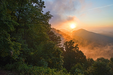 United States, Virginia, Misty sunrise in mountains