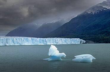 Patagonia, Lake Argentino, Andes Mountains, Perito Moreno Glacier in Patagonia Glaciares National Park