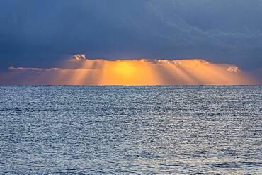 USA, Florida, Boca Raton, Sunbeams behind clouds above sea at sunrise - 1178-31827