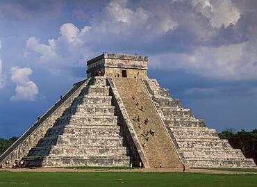 Mexico, Chichen Itza, El Castillo known as the Temple of Kukulcan