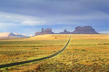 USA, Arizona, Empty road in desert leading to Monument Valley