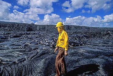 USA, Hawaii, Big Island, Kilauea, Vulcanologist in lava field on Klauea volcano