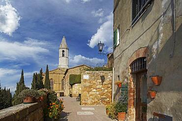 Italy, Tuscany, Val D'Orcia, Pienza, Stone buildings in old town