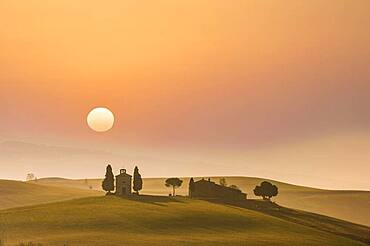 Italy, Tuscany, Val D'Orcia, Pienza, Sunset over the Cappella di Vitaleta