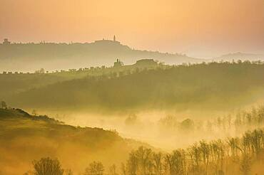Italy, Tuscany, Val D'Orcia, Pienza, Hills covered with mist at sunrise