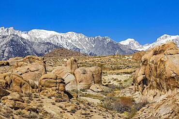 USA, California, Lone Pine, Alabama Hills rock formations and snowcapped Mount Whitney in Sierra Nevada Mountains