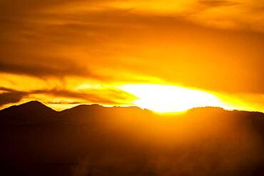USA, Idaho, Bellevue, Sun setting behind hilly landscape near Sun Valley