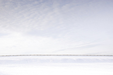 Usa, New Jersey, Long Valley, Fence in snowy field
