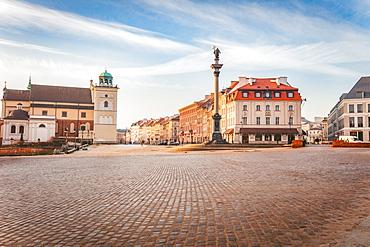 Poland, Masovia, Warsaw, Town square with monument column
