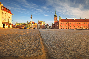 Poland, Masovia, Warsaw, Royal castle and monument column at historical town square