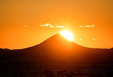 Usa, New Mexico, Santa Fe, El Dorado, Sun setting over hills