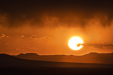 Usa, New Mexico, Santa Fe, El Dorado, Sun setting over landscape with clouds