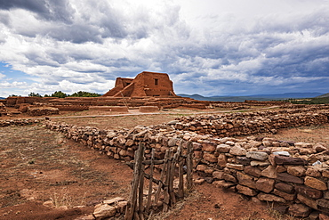Usa, New Mexico, Pecos, Ruins of mission church in Pecos National Historical Park
