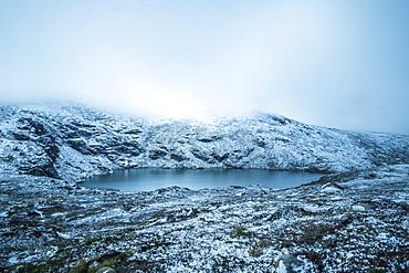 Australia, New South Wales, Mountain lake at Charlotte Pass in Kosciuszko National Park