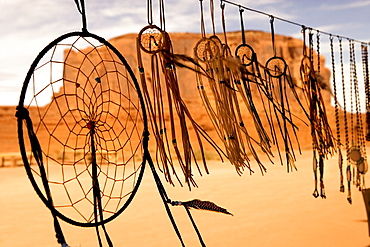 USA, Utah, Dream catchers with Elephant Butte in background in Monument Valley Tribal Park