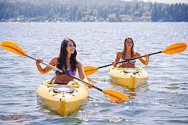 Portrait of young women kayaking, USA, Washington, Bellingham