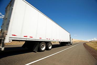 USA, Oregon, Wasco, Lorry travelling through rural landscape