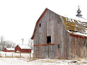 USA, New York State, Farm buildings in snow