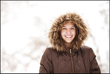 USA, Utah, Lehi, Portrait of young woman wearing winter coat outdoors