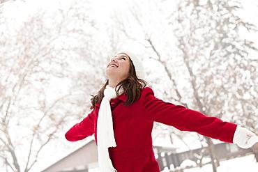 USA, Utah, Lehi, Young woman standing in snow
