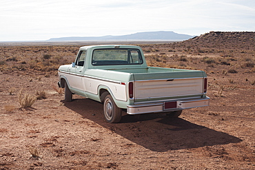 USA, Arizona, Winslow, Pick-up truck on desert