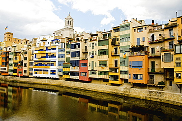 Houses facing river, Spain, Catalonia, Girona