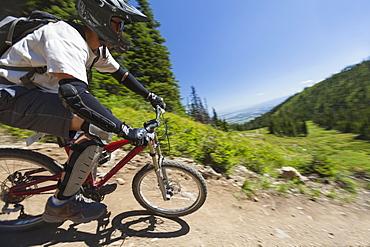 Man mountain biking, USA, Montana, Whitefish