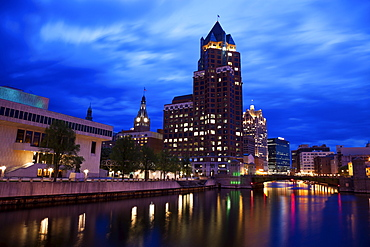 Milwaukee River in the city center