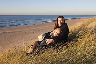 Netherlands, Zeeland, Haamstede, Mother with daughter on beach, Netherlands, Zeeland, Haamstede