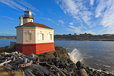 Coquille River, Small lighthouse