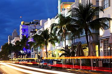 USA, Florida, Miami Beach, Ocean Drive at dusk