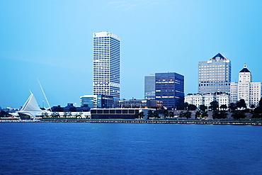 USA, Wisconsin, Milwaukee, Cityscape before sunrise