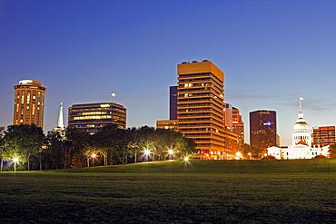 USA, Missouri, St Louis, Cityscape at night
