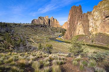USA, Oregon, Deschutes county, View of smith rocks