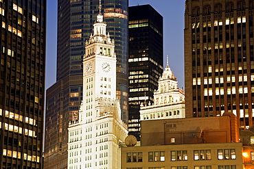 USA, Illinois, Chicago, Wrigley Building at night