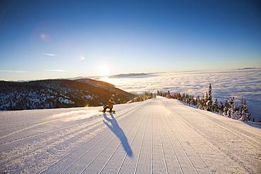 USA, Montana, Whitefish, Tourist on ski slope